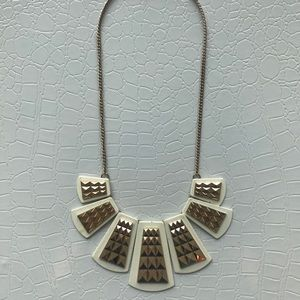 Jewelry - White and gold statement necklace